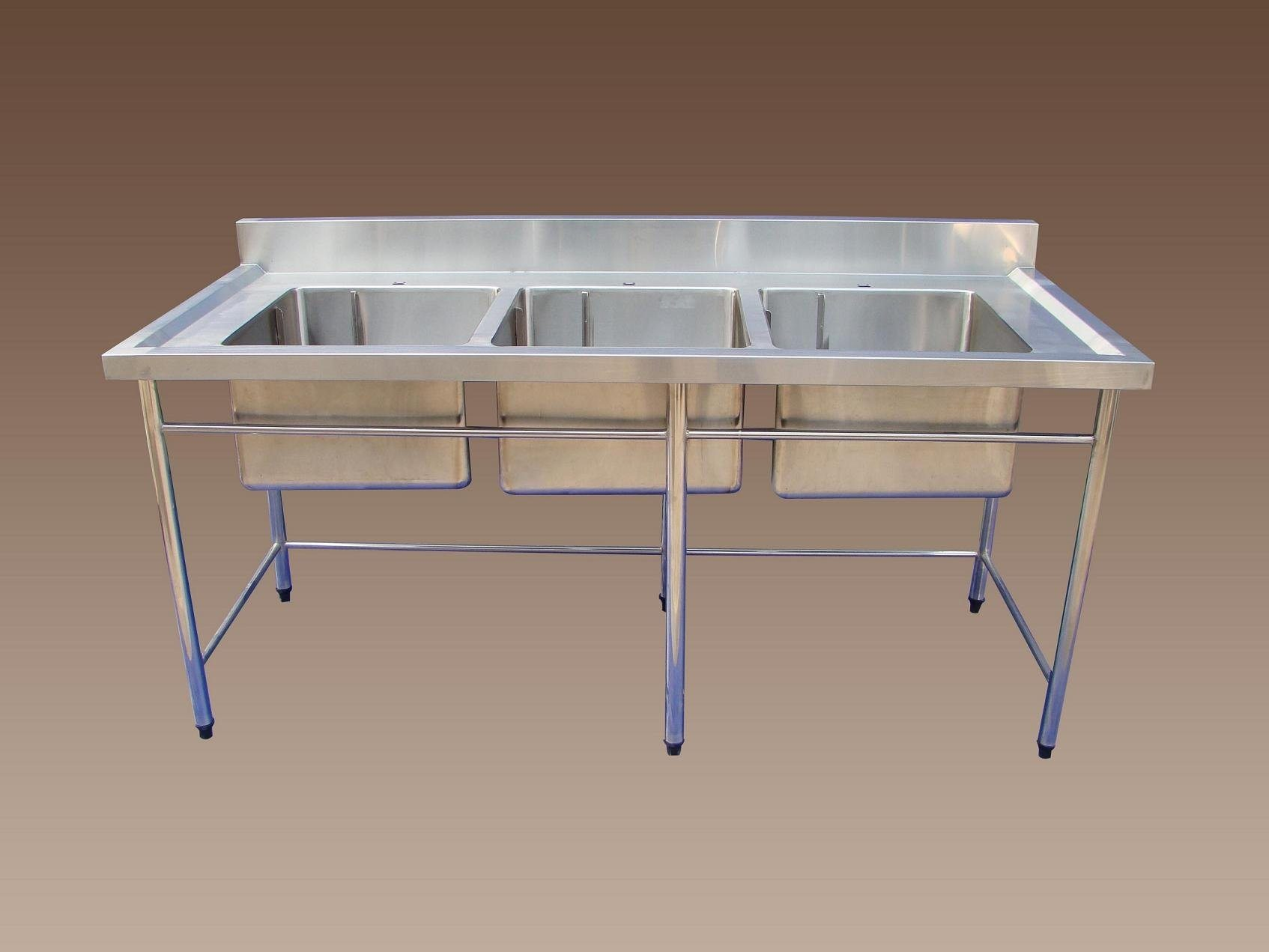 Stainless_steel_table_with_three_sinks