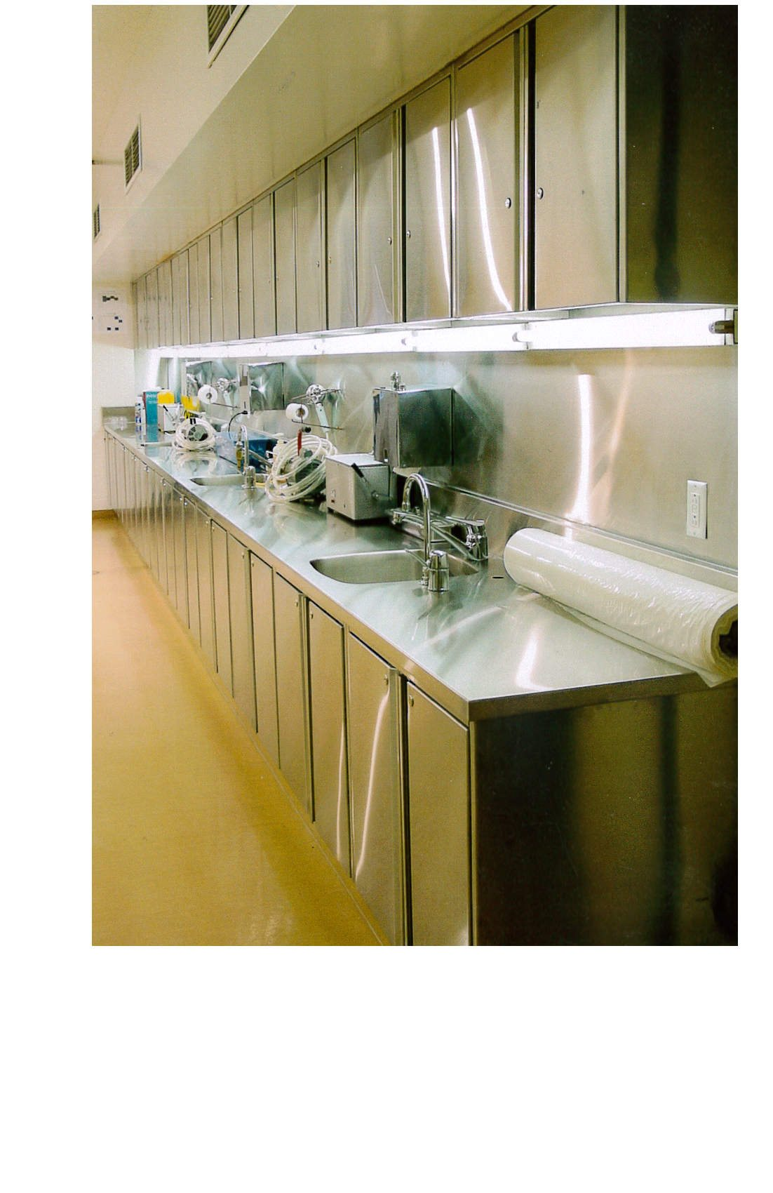 laboratory-cabinets-and-counter